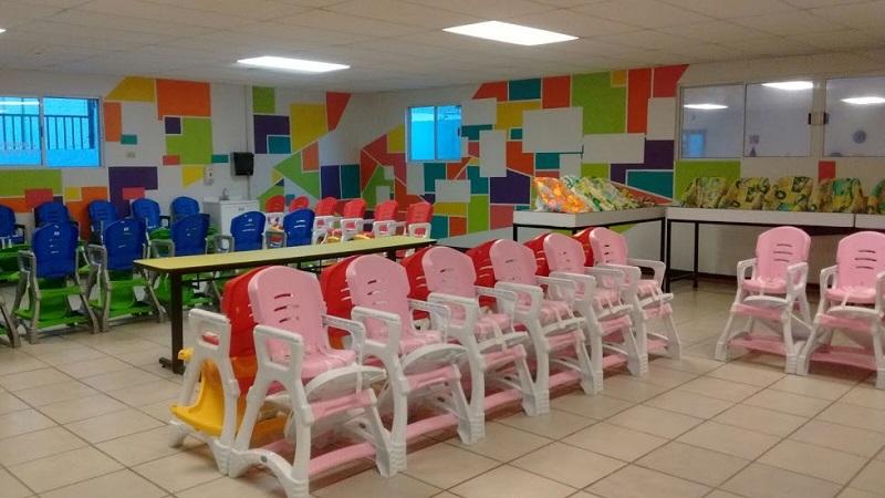 De acuerdo con la encargada del Departamento de Guarderías delegacional del IMSS, Sabina Castañeda Barrera, los padres que tienen adscritos a sus pequeños en las guarderías no deberán realizar ningún trámite más allá de una notificación a la directora del plantel