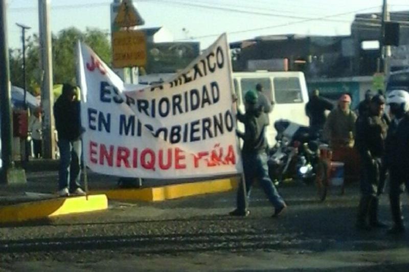 Hasta el momento no se ha tenido respuesta alguna de las autoridades, sin embargo los manifestantes anticipan que las acciones de rechazo continuarán hasta lograr dar marcha atrás al gasolinazo (FOTO: MARIO REBOLLAR)