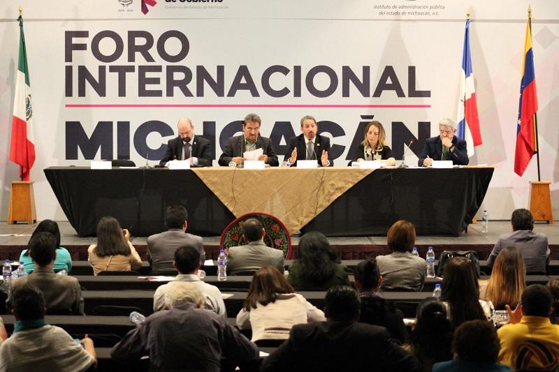 En su participación, el rector nicolaita recordó que en Michoacán la cobertura de la educación superior es de apenas el 24 por ciento, por lo que es preciso trabajar en la ampliación