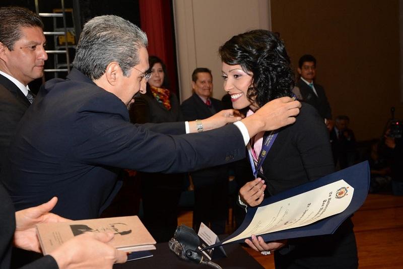 Presea que se entrega por primera vez en la Casa de Hidalgo a egresados de estudios de posgrado, distinguidos por su mérito académico