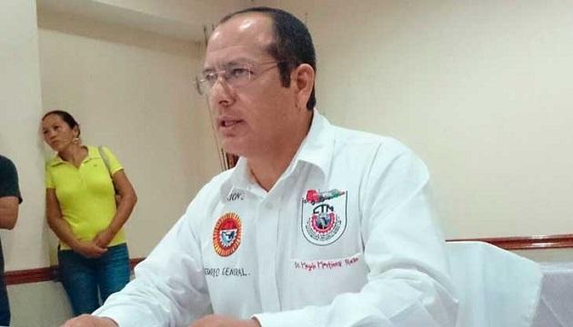 Así, en el camino a Ciudad Lázaro Cárdenas, a unos 25 kilómetros de Playa Azul, quien fuera líder transportista de la sección 32 de la CTM falleció