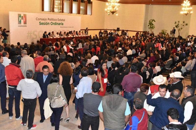Silva Tejeda llamó a los consejeros a respaldar el trabajo y las acciones que ha venido realizado el presidente de México, Enrique Peña Nieto, y señaló que al lado de los diputados federales buscarán encontrar alternativas para evitar nuevos incrementos a los insumos