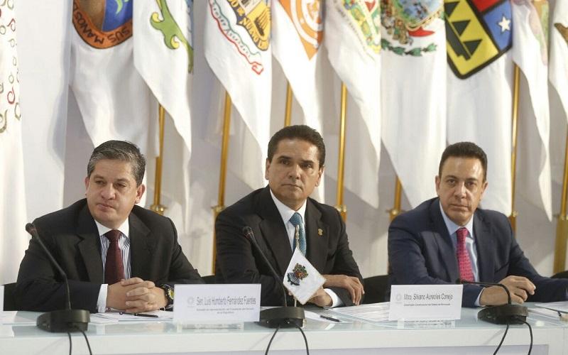 """""""Es momento de defender nuestra soberanía, de afianzar nuestra economía, de cuidarnos todos los mexicanos y proteger a los que viven fuera de nuestras fronteras"""", expresó Aureoles Conejo"""