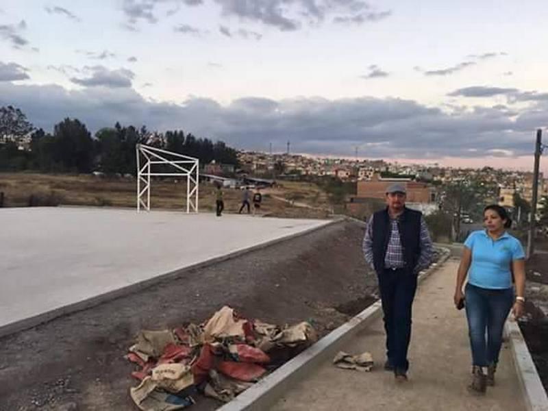 Raúl Prieto, realizó un recorrido por instalaciones deportivas que se tienen en dicha zona, en donde atendió y brindó algunos apoyos a la población