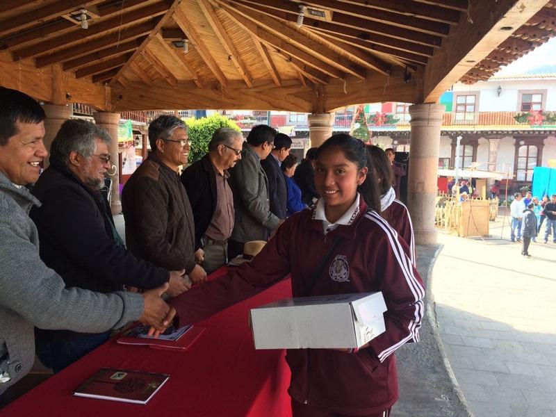 El pasado miércoles más de 12 mil estudiantes de Cherán y Nahuatzen recibieron los apoyos