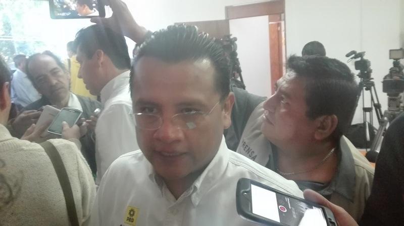 """Carlos Torres Piña, dirigente estatal del PRD, reconoció que hubo una reunión con liderazgos del partido Morena, pero que esta fue para establecer una relación de cordialidad para no """"pelearse la clientela"""" y que nunca ha habido acuerdos """"en lo oscurito"""""""