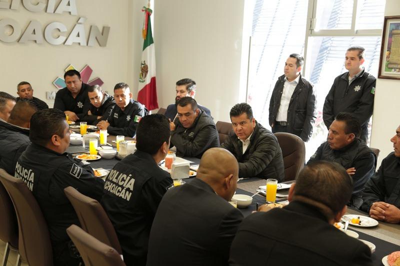 Durante el encuentro también estuvieron presentes el director de Tránsito y Movilidad, Jorge Alvarado Serrato; el director del C5-i, Juan Manuel Carmona Villalba, entre otros mandos policiales de la SSP