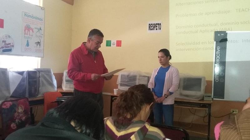 En el municipio de Tarímbaro, la coordinadora del grupo, Alejandra Ortega Rodríguez, brindó una plática sobre TEA, así como sobre el Asperger en la Escuela Primaria Melchor Ocampo, de la localidad de Cotzio