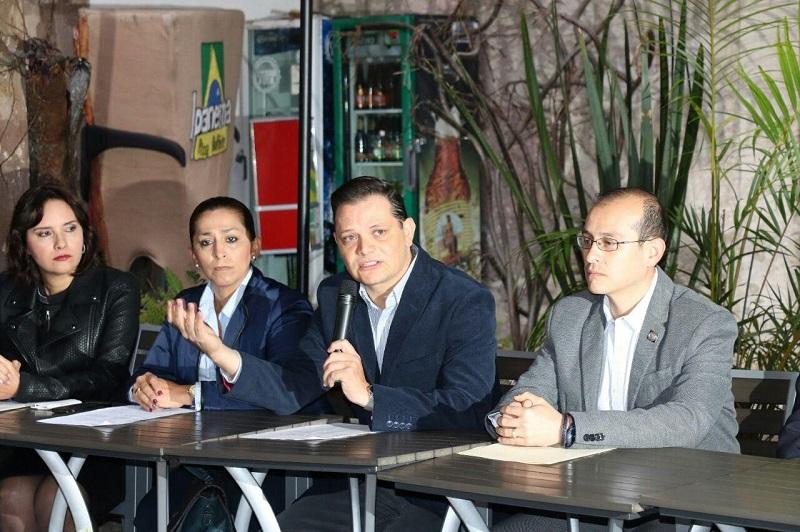 """""""Actualmente los diputados que trabajan en el Congreso del Estado, son un total de 40 por lo que mediante esta iniciativa se busca que estos se reduzcan a 30 legisladores"""": Gómez Trujillo"""