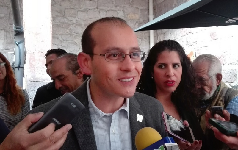 """José Manuel Hinojosa dijo que se debería de analizar y revalorar qué es nepotismo y en su caso aprobar que las esposas de los alcaldes no sean encargadas del DIF """"""""todos los ayuntamientos tienen a sus esposas, la gran mayoría cobrando por hacer un trabajo"""" dijo el líder del PAN"""