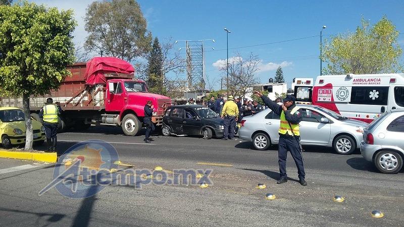 Hasta el momento no se reportan lesionados de gravedad, pero la movilización atrajo a alrededor de 100 policías y el tránsito vehicular estuvo casi cerrado por alrededor de 2 horas (FOTOS: NICOLÁS CASIMIRO)
