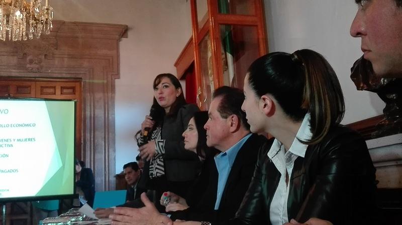 En el evento estuvieron presentes los diputados, Pascual Sígala, del PRD, Adriana Hernández, del PRI, Daniel Moncada de MC, Ernesto Núñez y Juanita Noemi Ramírez, ambos del Partido Verde