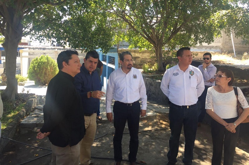 En gira de trabajo por ese municipio de la Tierra Caliente michoacana, el rector de la Casa de Hidalgo, Medardo Serna González, se reunió con el edil Salvador Ruiz Ruiz