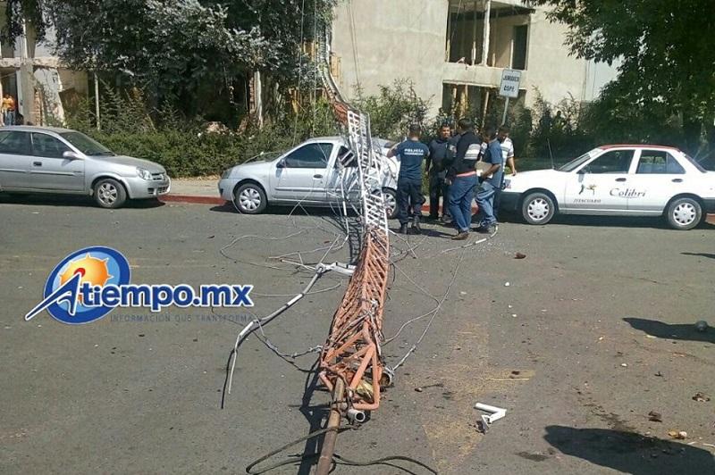 Hasta el momento se reportan daños materiales sólo en un vehículo (FOTO: CORTESÍA)