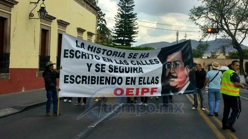 La movilización comenzó en la Fuente de Las Tarascas y culminó frente a Palacio de Gobierno (FOTOS: FRANCISCO ALBERTO SOTOMAYOR)
