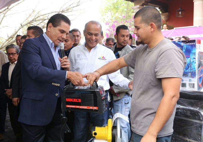 El mandatario estatal hizo entrega de equipamiento para proyectos productivos, los cuales tuvieron una inversión cercana a los 5 millones de pesos del Fondo de Apoyo a Migrantes en beneficio de connacionales en retorno de 11 municipios de la región Morelia