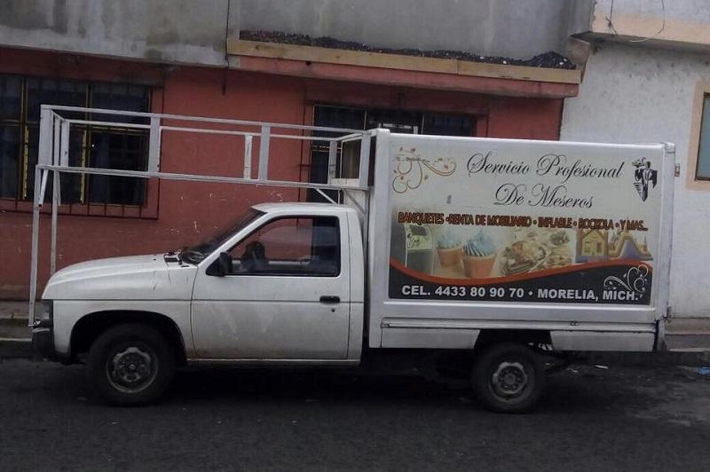 Para informes sobre la camioneta robada, favor de comunicarse al celular 44 33 80 90 70, o bien, contactar por Facebook a Carlos Daniel Rodríguez Cortés