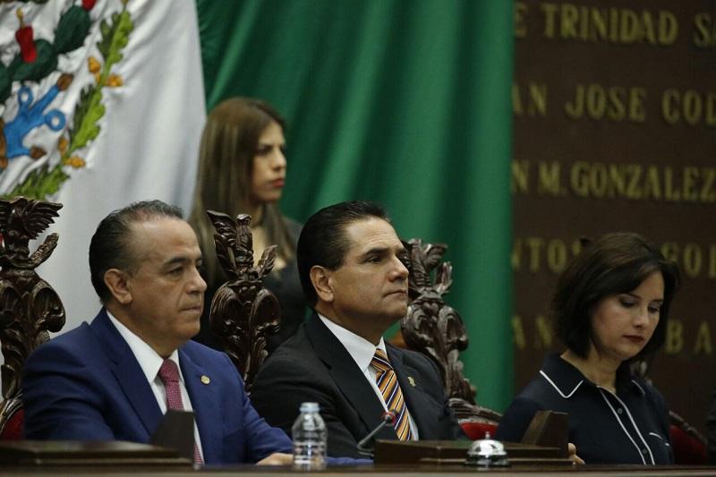 Ahí, en voz del diputado Roberto Carlos López García, los integrantes del Poder Legislativo en la entidad se sumaron a la convocatoria de unidad nacional y defensa de la Patria que hace unos días hiciera el mandatario estatal