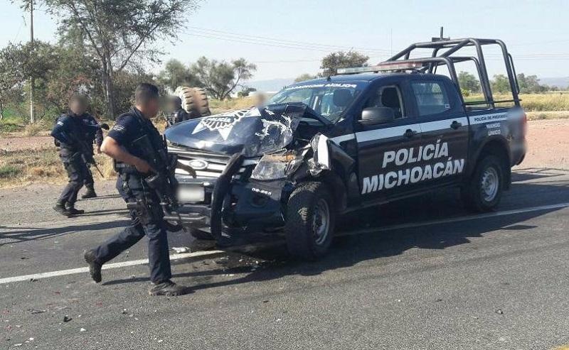 a SSP informa que en estos hechos cinco unidades oficiales de la Policía Michoacán resultaron con daños, tres por impactos de arma de fuego y las otras dos por colisión