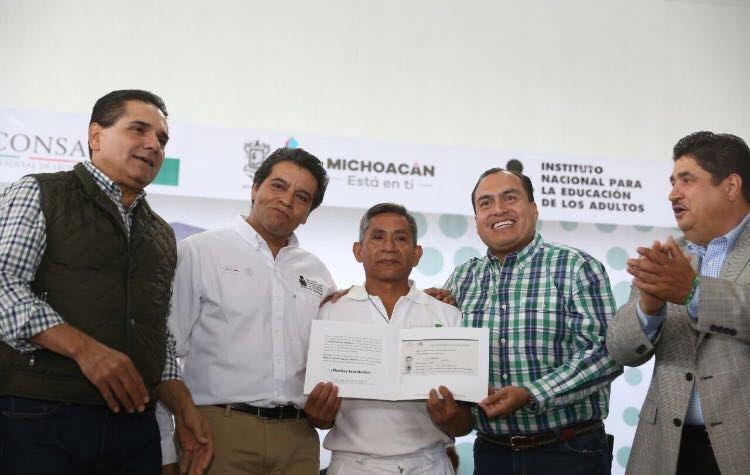 Color Gasca se dijo agradecido por el apoyo que demostró el INEA para que los beneficiarios de LICONSA pudieran concluir con sus estudios
