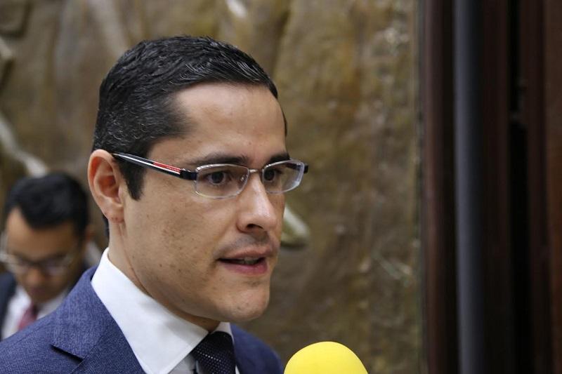 """Villegas Soto expuso que de acuerdo con el artículo 12 del Reglamento de Comisiones y Comités del H. Congreso del Estado, """"las sesiones de comisión deberán iniciar a más tardar 30 minutos después de la hora fijada para tal efecto"""""""