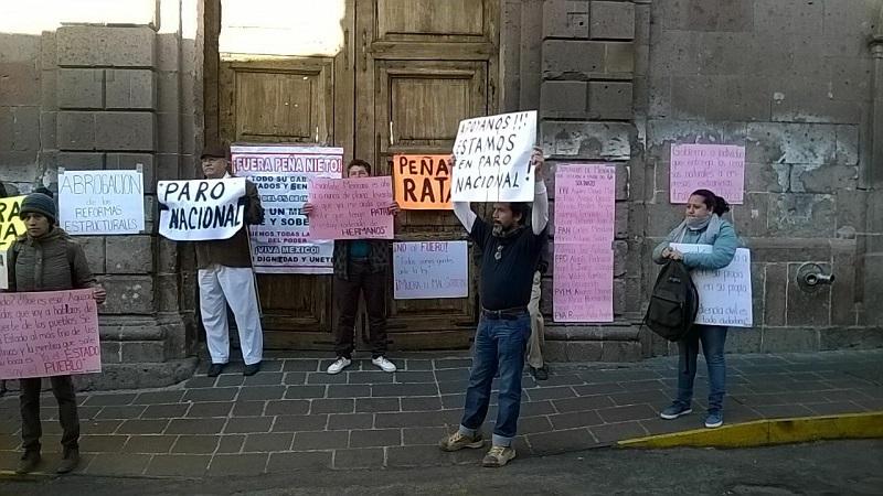 Un manifestante afirmó haber estado hace dos días en el Congreso del Estado, donde fueron atendidos por diputados pero adelantó que no tendrá eco su exigencia