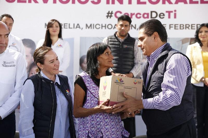 Aureoles Conejo destacó la importancia de acercar todos los servicios que ofrece el Gobierno del Estado a las personas de escasos recursos para que accedan a los apoyos en materia de salud, educación, becas y financiamiento para proyectos productivos, entre otros