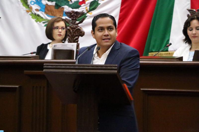 La iniciativa que propone el ejecutivo estatal, dijo el diputado, propone reestructurar una cantidad de 11 mil millones de pesos