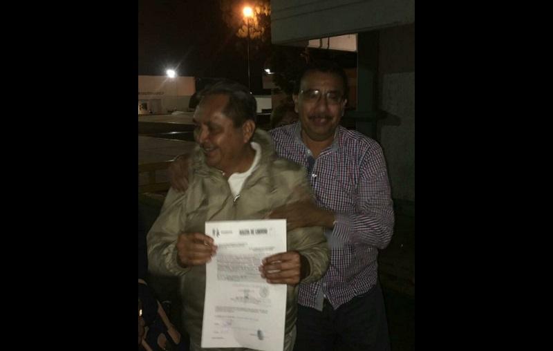 Este mediodía, el dirigente estatal de la CNTE, Víctor Manuel Zavala, había anunciado que pronto saldría libre Miguel Benítez (FOTO: CNTE)