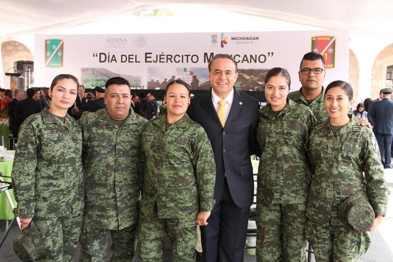 Sigala Páez calificó al Ejército un cuerpo armado eficiente y respetado por los mexicanos; por esta razón, es una de las instituciones mejor calificadas por los habitantes de nuestro país