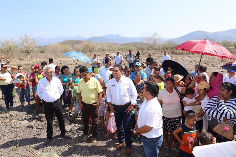 Es importante destacar que el Ayuntamiento de Coahuayana trabaja para que la colonia conocida como Linda Vista cuente con los servicios básicos de agua y electricidad
