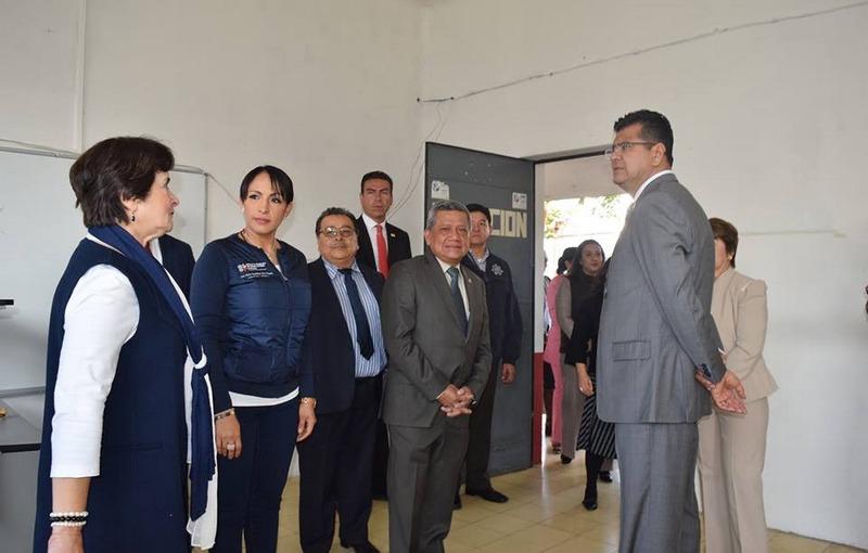 En este marco, la titular del IIFEEM subrayó que el Gobernador Silvano Aureoles Conejo está comprometido con la educación, por lo que la administración estatal trabaja de manera transversal para generar las mejores condiciones para quien desee estudiar y salir adelante