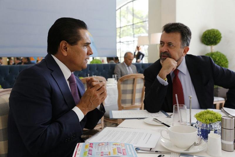 Cabe señalar que como parte de la gira de trabajo en California, el Gobernador Silvano Aureoles Conejo se reunirá también con la alcaldesa de Lynwood, María T. Santillán Beas, y más tarde sostendrá un encuentro con paisanos en la Casa Michoacán