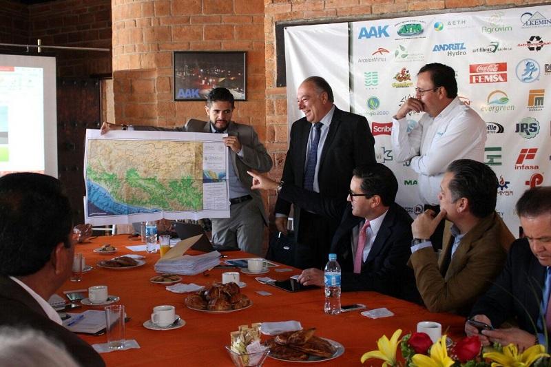 El director general de CENAGAS, David Madero, resaltó el interés que tienen en el desarrollo de las Zonas Económicas Especiales, como el Puerto de Lázaro Cárdenas