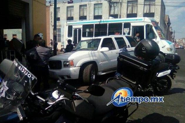 Después de una primera revisión de la camioneta se reporta que al parecer hay una gran cantidad de marihuana en su interior (FOTOS: FRANCISCO ALBERTO SOTOMAYOR)