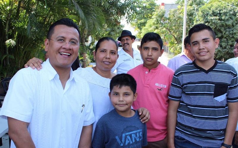 Sólo el año pasado, indicó, fueron deportados más de 21 mil michoacanos. Pero se estima que en un panorama critico durante el 2017, hasta un millón de connacionales regresen a Michoacán.