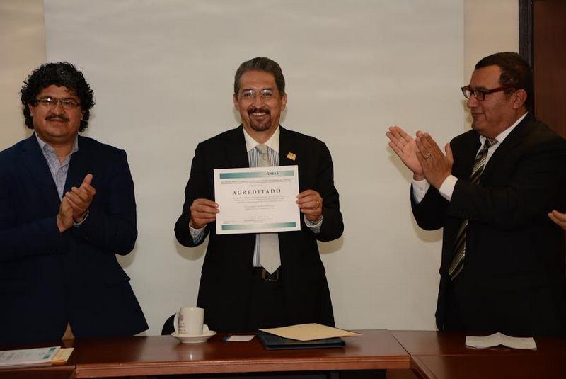 Al recibir dicho documento, acompañado de la serie de observaciones para lograr en cinco años la reacreditación, Medardo Serna felicitó a la comunidad de la FPBA por saber trabajar en unidad por el logro de objetivos conjuntos