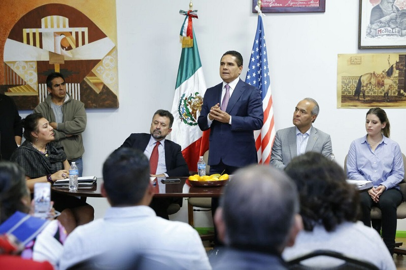 Aureoles Conejo destacó que no se puede entender el poderío económico de los Estados Unidos, así como el desarrollo de la sociedad mexicana, sin la participación de los trabajadores migrantes, buena parte de ellos procedentes de Michoacán
