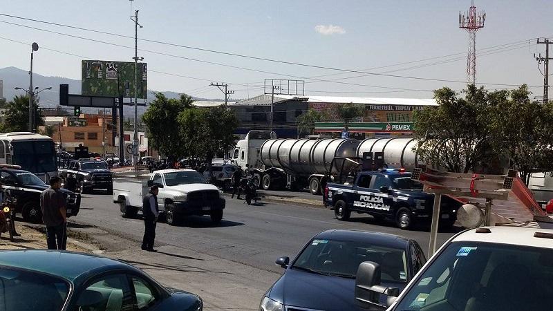 Lo anterior provocó una intensa movilización policíaca y el cierre total del Libramiento Sur en ambos sentidos (FOTOS: PEDRO DÍAZ)