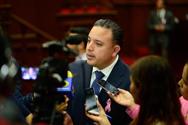 La máxima casa de estudios actualmente se encuentra en serios problemas económicos y reformar su Ley Orgánica sería una solución a sus problemas, expuso el diputado
