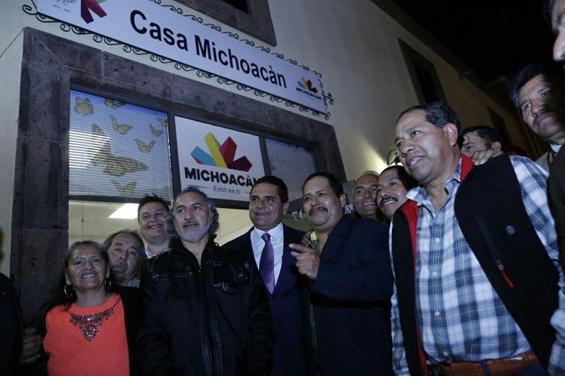 En la Casa Michoacán, el mandatario estatal expuso las acciones que lleva a cabo el Gobierno del Estado para acompañar y apoyar a los paisanos ante el contexto provocado por las amenazas del gobierno norteamericano