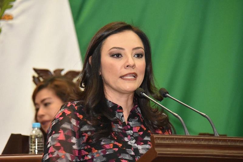 Hernández Íñiguez presentó ante el pleno del Legislativo local su iniciativa de Ley para la Compatibilidad en el Servicio Público del Estado de Michoacán