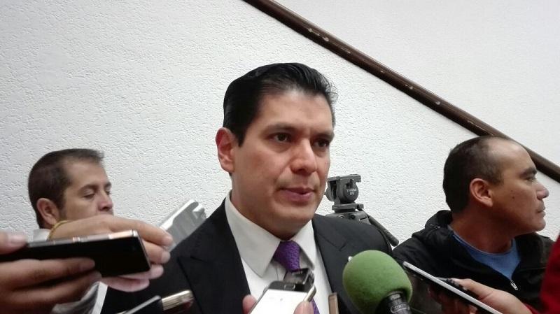 La iniciativa del Diputado Núñez Aguilar propone que se contemplen agravantes al momento de imponer sanciones a quienes roban vehículos, ya que en muchos de los casos, la violencia con que se cometen estos o el uso que se le da a los coches robados no es tomada en cuenta para agravar las penas