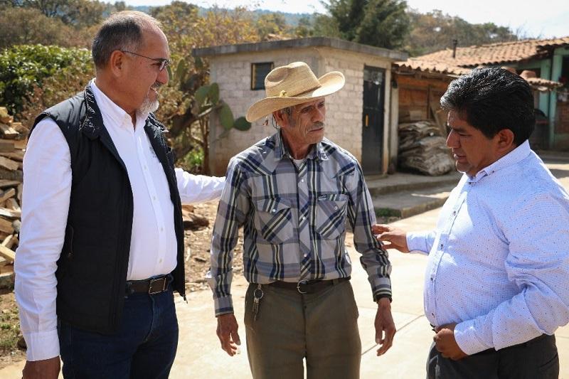 José Juan Domínguez, evaluó la condición de las vialidades de la demarcación en compañía del alcalde José Luis Abad