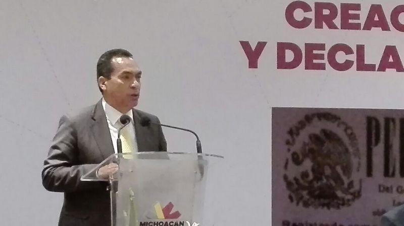 Los diputados encargados de analizar el tema de la reestructuración de la deuda pública de Michoacán, comenzaron el debate el pasado martes y determinaron llamar al secretario de Finanzas para que explicara a fondo el tema, sin embargo a la fecha la reunión no se ha dado.