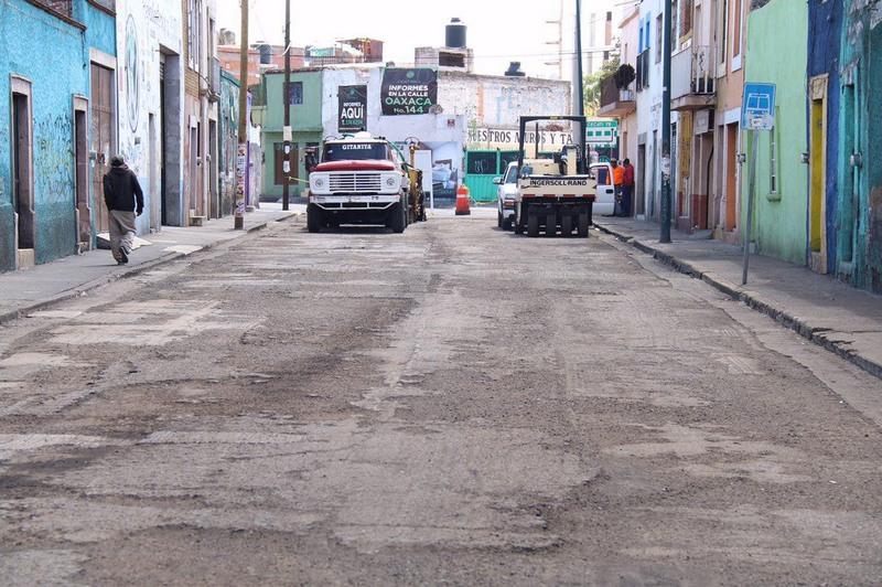 El encargado de la ejecución y supervisión de obra pública en el municipio, destacó el interés del Presidente Municipal, Alfonso Martínez Alcázar, por edificar vialidades seguras, cómodas e incluyentes para los morelianos