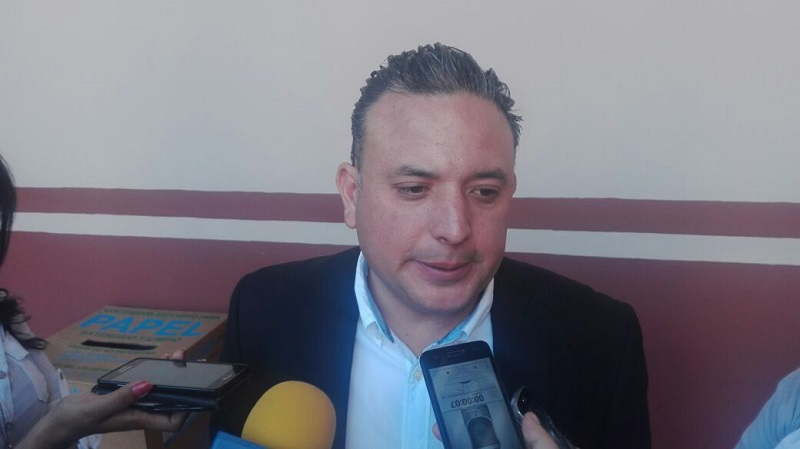 El diputado del PAN aseguró que la invitación al secretario de Finanzas fue enviada desde la semana pasada, a pesar de que el secretario de Gobierno, Adrián López Solís dijera que no han recibido ninguna notificación.