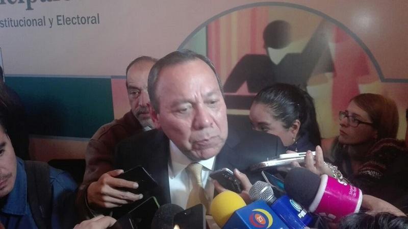 """El diputado Federal del PRD, Jesús Zambrano Grijalva aseguró que no porque algunos liderazgos del partido se hayan ido, el Sol Azteca está acabado, """"no están desmoronándonos, vamos a seguir actuando y participando en la toma de decisiones para reorientar el rumbo del país"""" afirmó"""