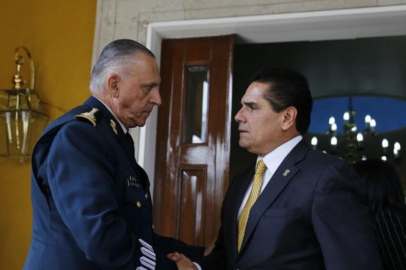 Silvano Aureoles aseguró que sin el actuar de las Fuerzas Armadas, especialmente del Ejército Mexicano, no sería posible avanzar en el tema de la seguridad como se ha hecho en el caso de Michoacán y otras entidades