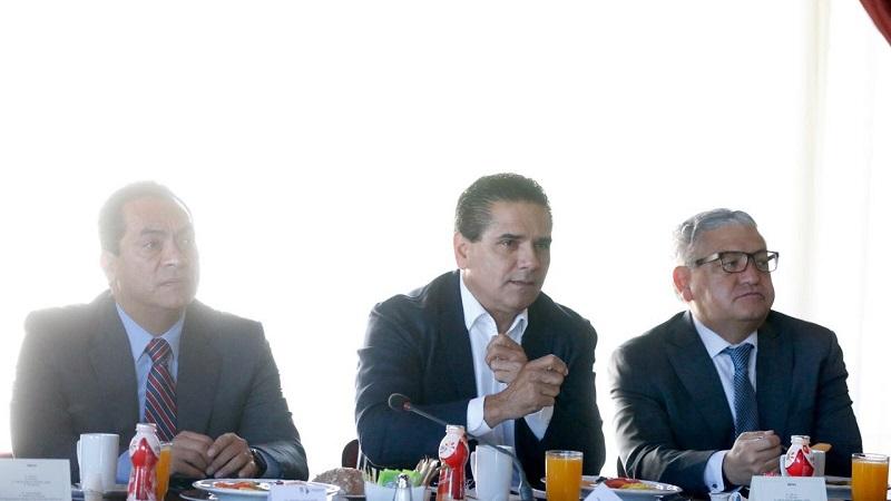 Silvano Aureoles refrendó que cada una de las políticas públicas que se implementan son en beneficio de las y los michoacanos, por lo que pidió a los integrantes del Gabinete Legal poner su mayor esfuerzo para dar respuesta a las necesidades y retos